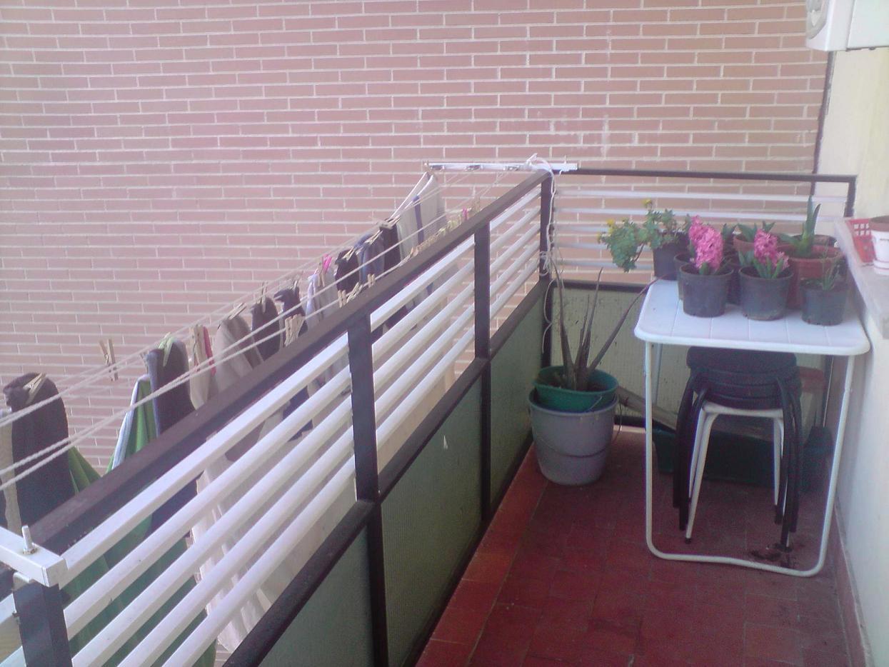 Hacer de mi terraza un rinc n m s agradable - Tendedero de balcon ...