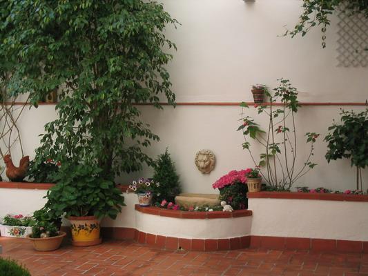 Jardinera ladrillos bloques hormigon jardineria alicante for Jardineras con bloques